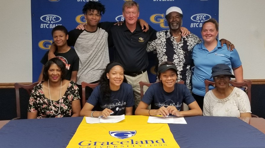 Photo for Women's Basketball Signs Twins, Asia and Dasia Young