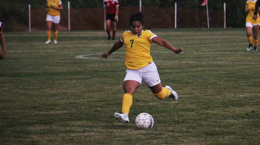 Photo for Women's Soccer Posts Shutout Over Grand View, Remains Undefeated